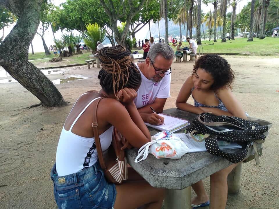 adote aluno silverio - Praças se transformam em ilhas de solidariedade e cidadania