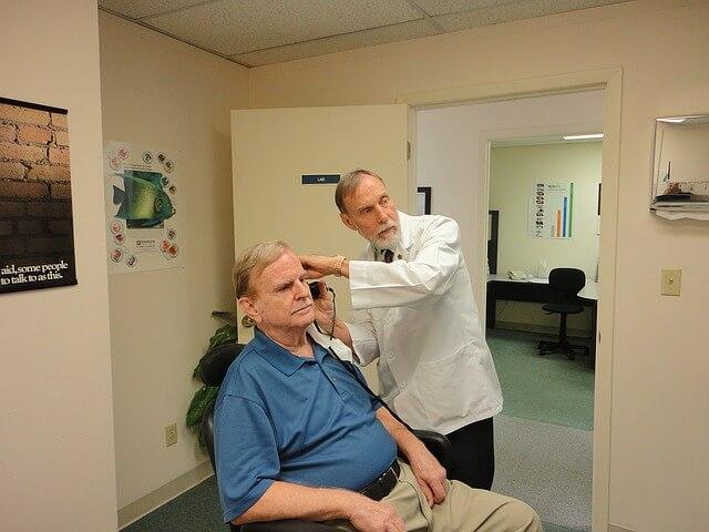 hearing aid 1490115 640 - Veja se a sua saúde está em dia com alguns testes para se fazer em casa