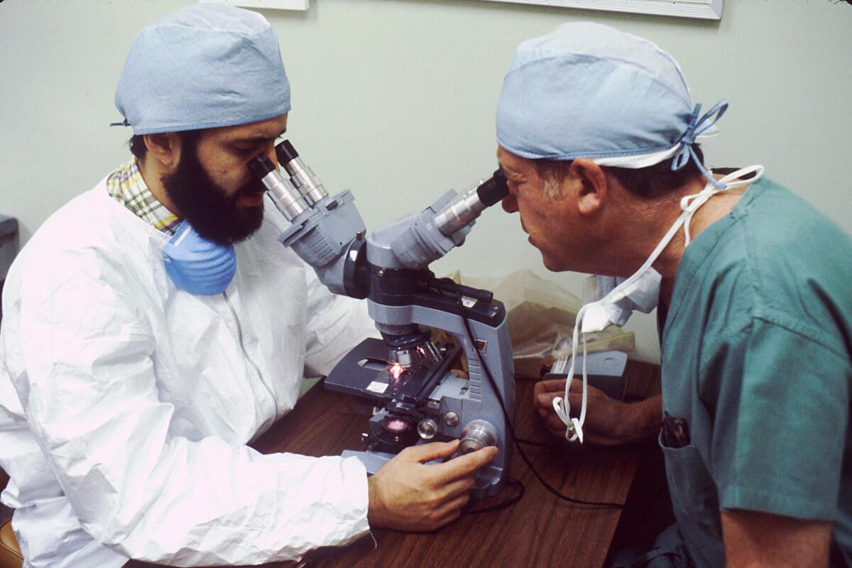 people technology professional profession medicine health 1412604 pxhere.com  - Pequeno panorama dos desafios da ciência brasileira