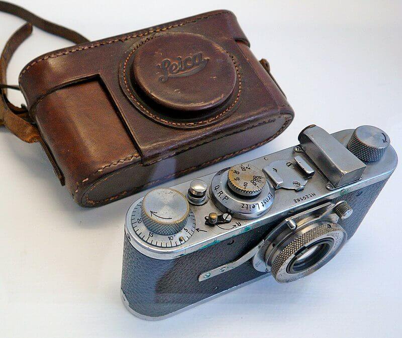 800px Cartier Bressons first Leica - Sem se dar conta, ele deu origem a toda uma geração de fotojornalistas