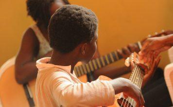 guitar 435094 1280 356x220 - Início
