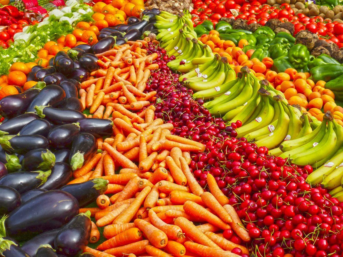 abundance agriculture bananas batch 264537 scaled - Cresce o número de adeptos ao vegetarianismo no Brasil