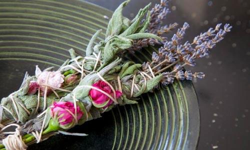 incenso natural flores - Saiba como cuidar da energia da sua casa