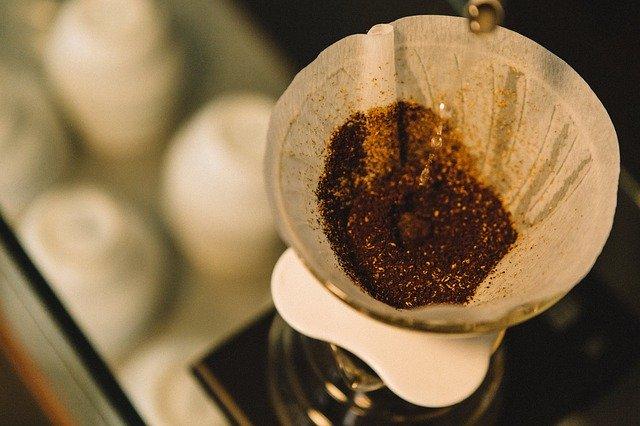 coffee 924948 640 - Descubra porque não devemos jogar fora o pó de café usado