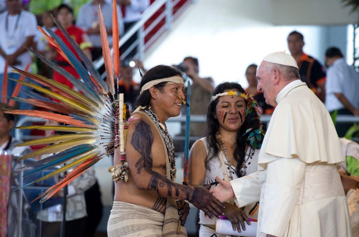 papa jovensindios scaled - Dialogar hoje, amanhã e sempre