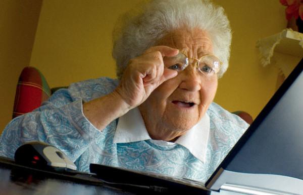 vovo computador - É preciso melhorar a relação dos idosos com a tecnologia