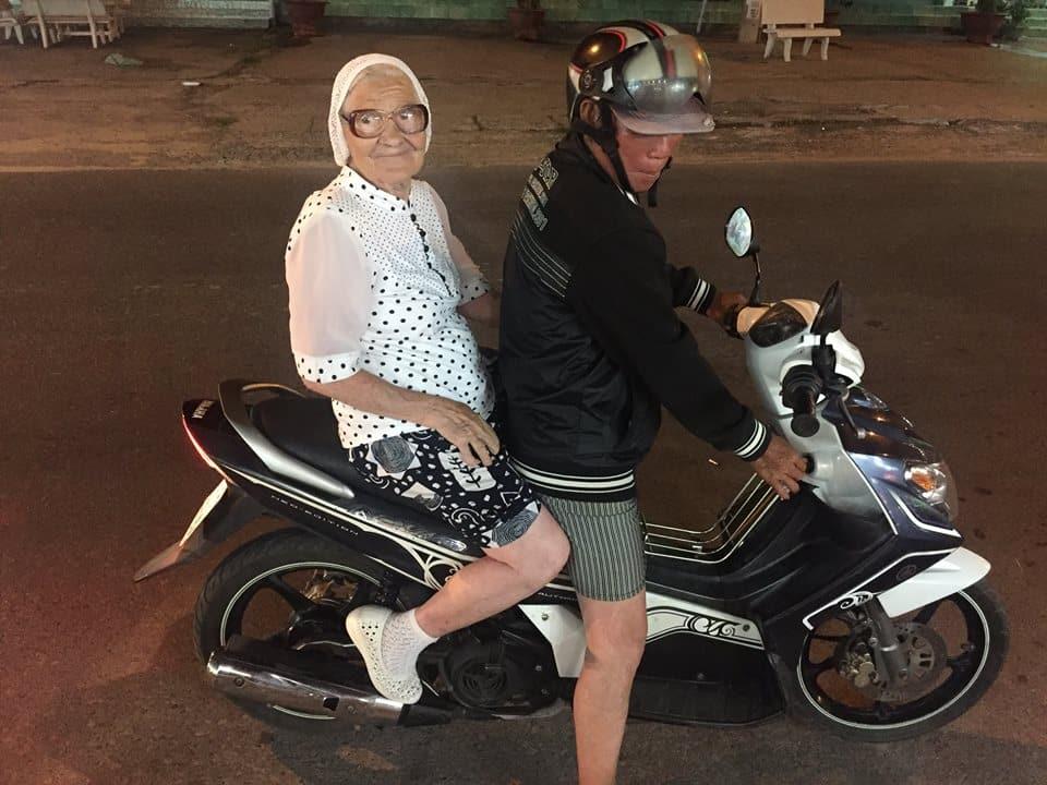 elenarussa02 - O pessoal da terceira idade mostra que é bom viajar sozinho