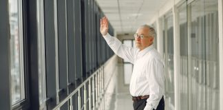 senior man waving goodbye and walking in airport corridor 4173238 324x160 - Início